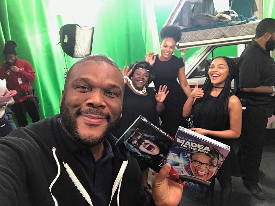 """Tyler Perry, Cassi Davis, Demetria McKinney and China Anne McClain on set of """"The Paynes"""""""